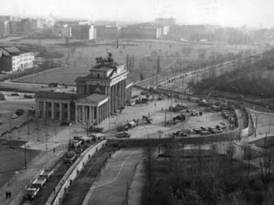 Errichtung: Sperrmauer Berlin